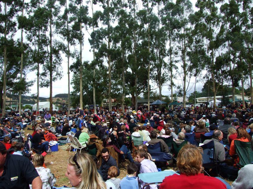 2009-fest-crowd